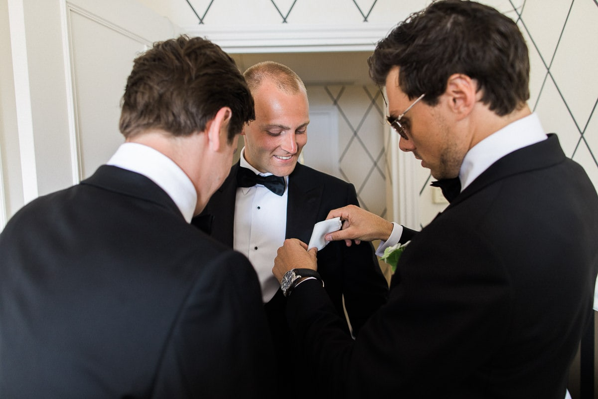 Preparation of the groom during the wedding in Antibes at the hotel Belles Rives.