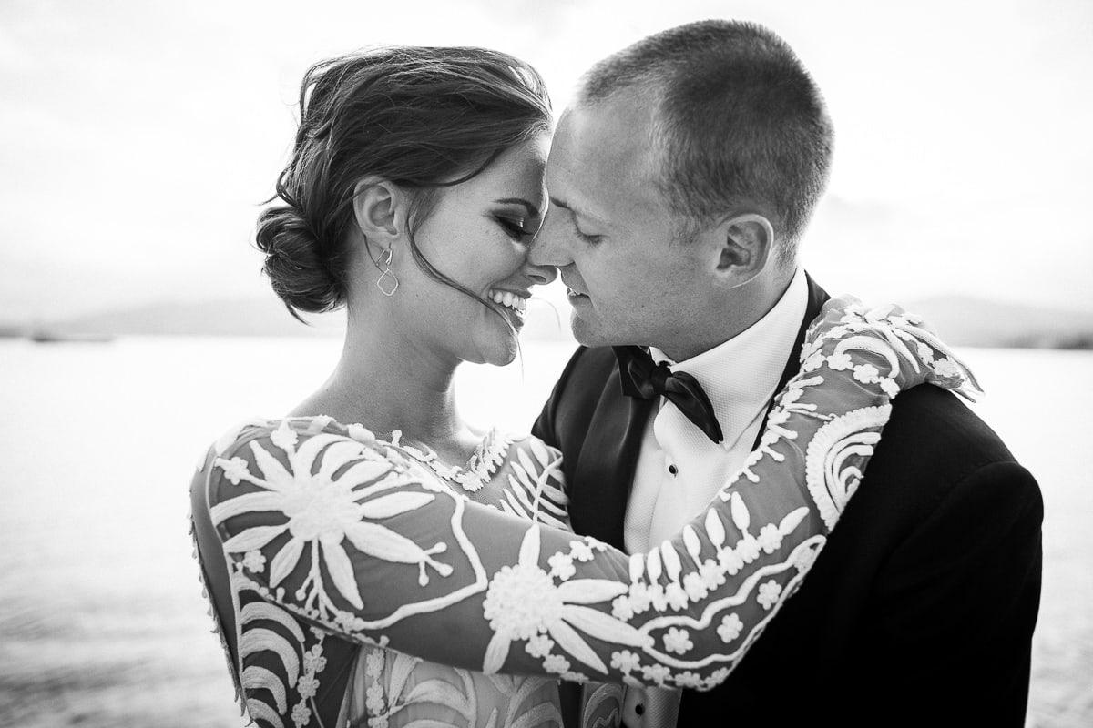 Photos de couple lors du mariage à Antibes à l'hôtel Belles Rives.