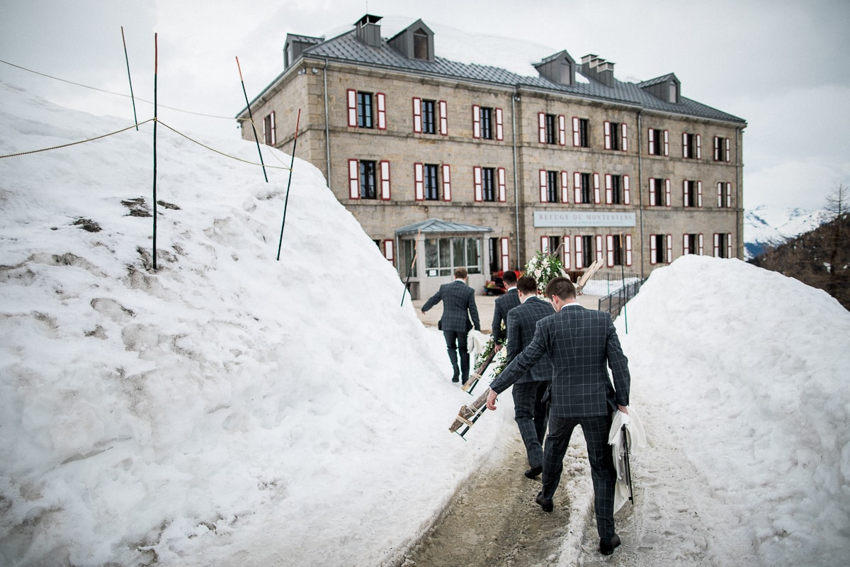 The wedding witnesses walk in the snow in Montenvers after the wedding ceremony.