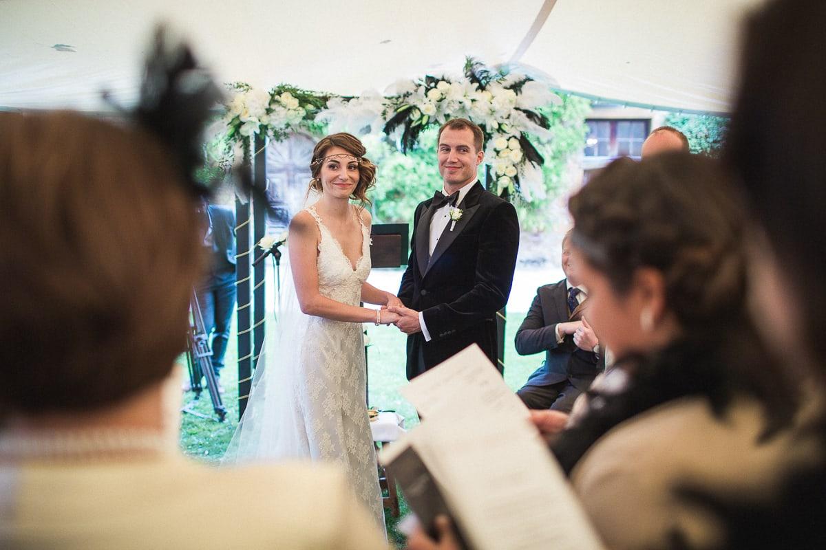la cérémonie lors du mariage au Château de Bagnols sur le thème Gatsby.