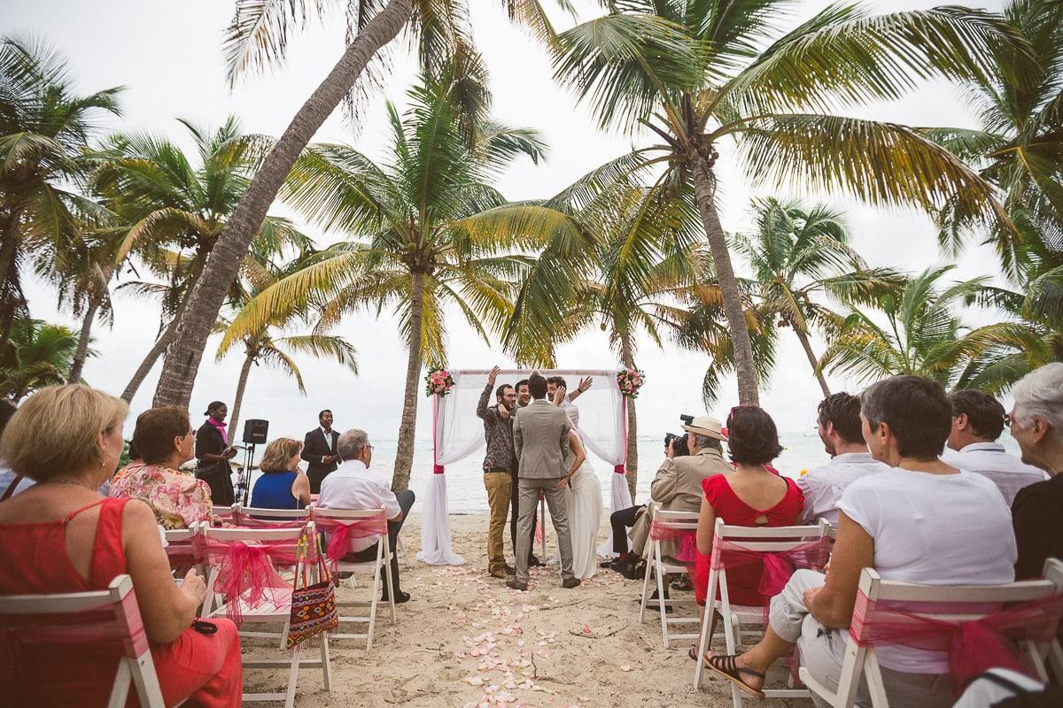 Cérémonie du mariage en Guadeloupe à Sainte Anne par le photographe Sylvain Bouzat.
