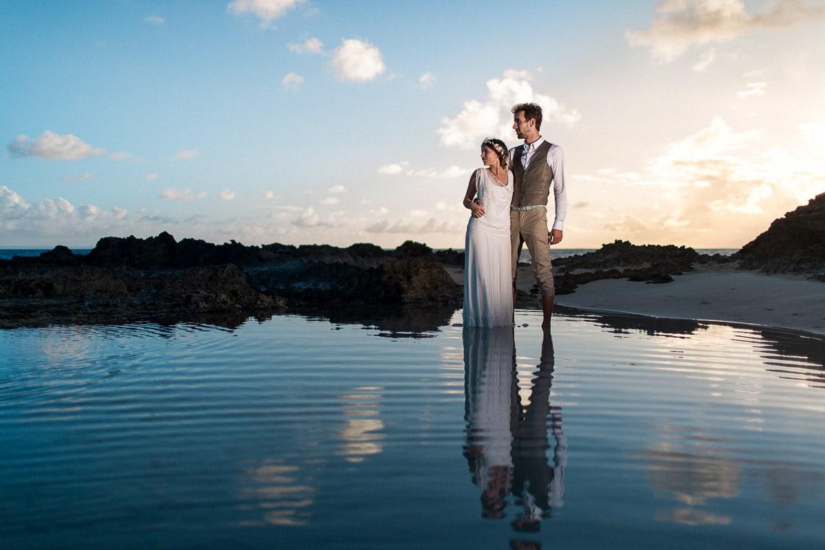 Photos de couple pendant le mariage en Guadeloupe à Sainte Anne par le photographe Sylvain Bouzat.