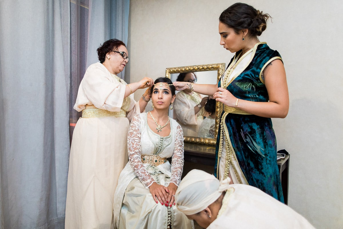 Traditional preparation during a wedding in Marrakech by the photographer Sylvain Bouzat.