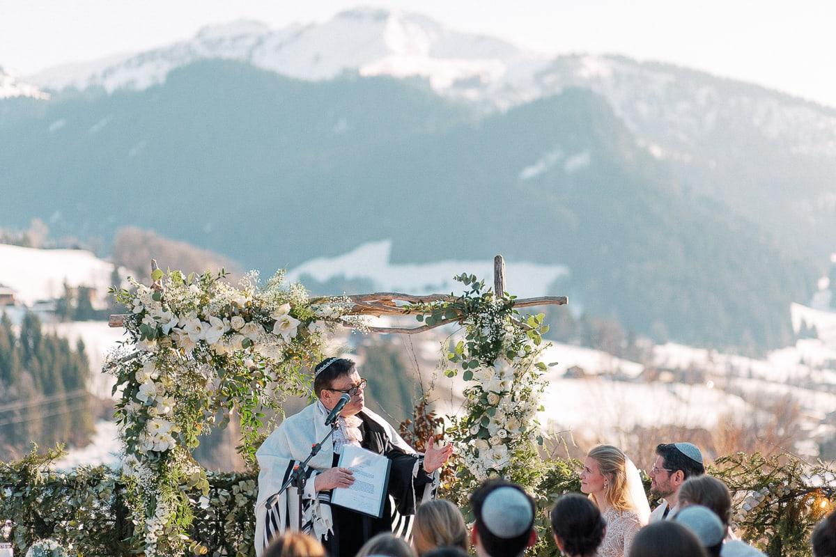 Jewish wedding ceremony in Megeve at the Hotel Alpaga by photographer Sylvain Bouzat.