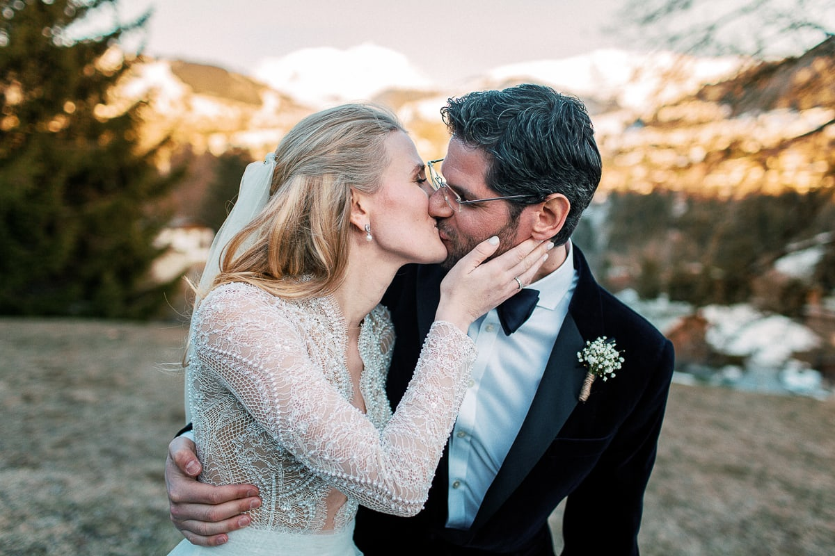 Pictures of couple at the wedding in Megeve at the Hotel Alpaga by the photographer Sylvain Bouzat.