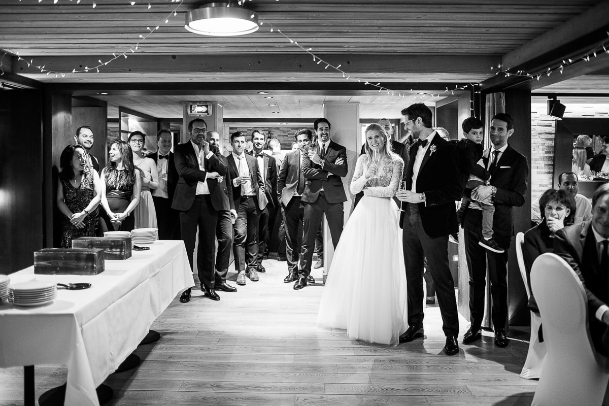 Evening during the wedding in Megeve at the Hotel Alpaga by the photographer Sylvain Bouzat.