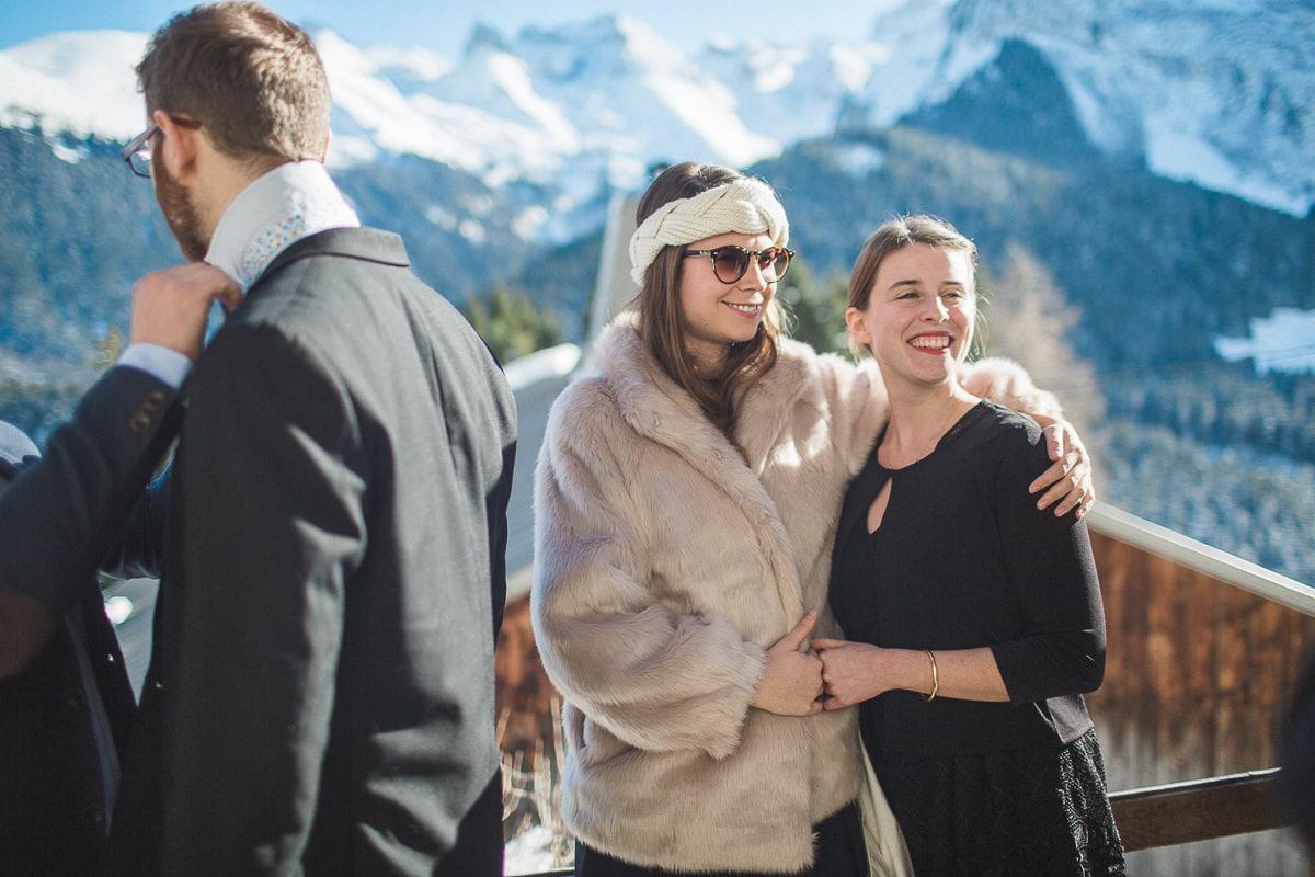 Les préparatifs pendant un mariage à la montagne par le photographe Sylvain Bouzat.