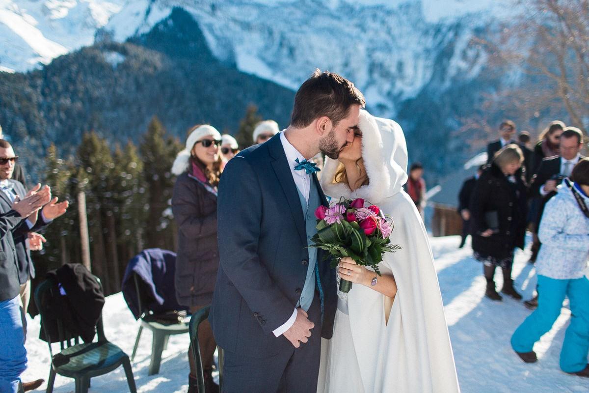 La cérémonie pendant un mariage à la montagne par le photographe Sylvain Bouzat.