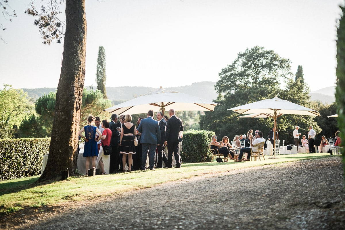 Cocktail at the wedding in Tuscany at Villa Castelletti in Florence by the photographer Sylvain Bouzat.