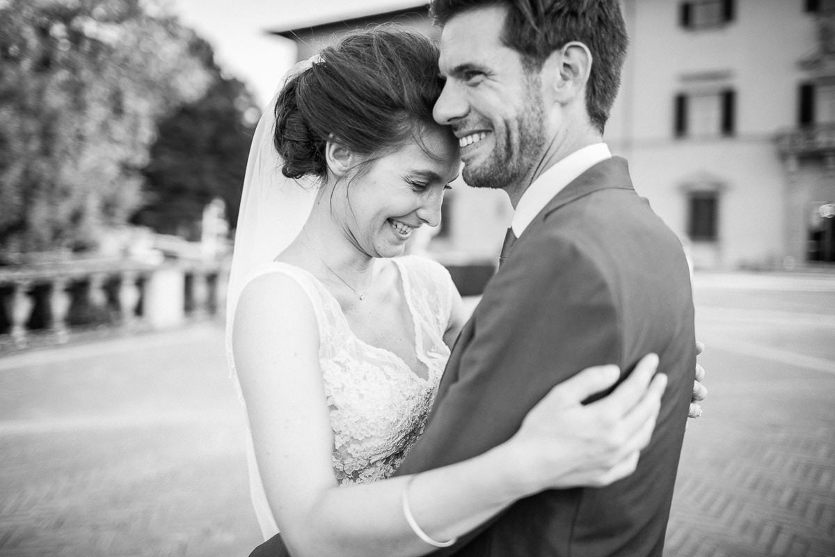 Pictures of couple at the wedding in Tuscany at Villa Castelletti in Florence by the photographer Sylvain Bouzat.