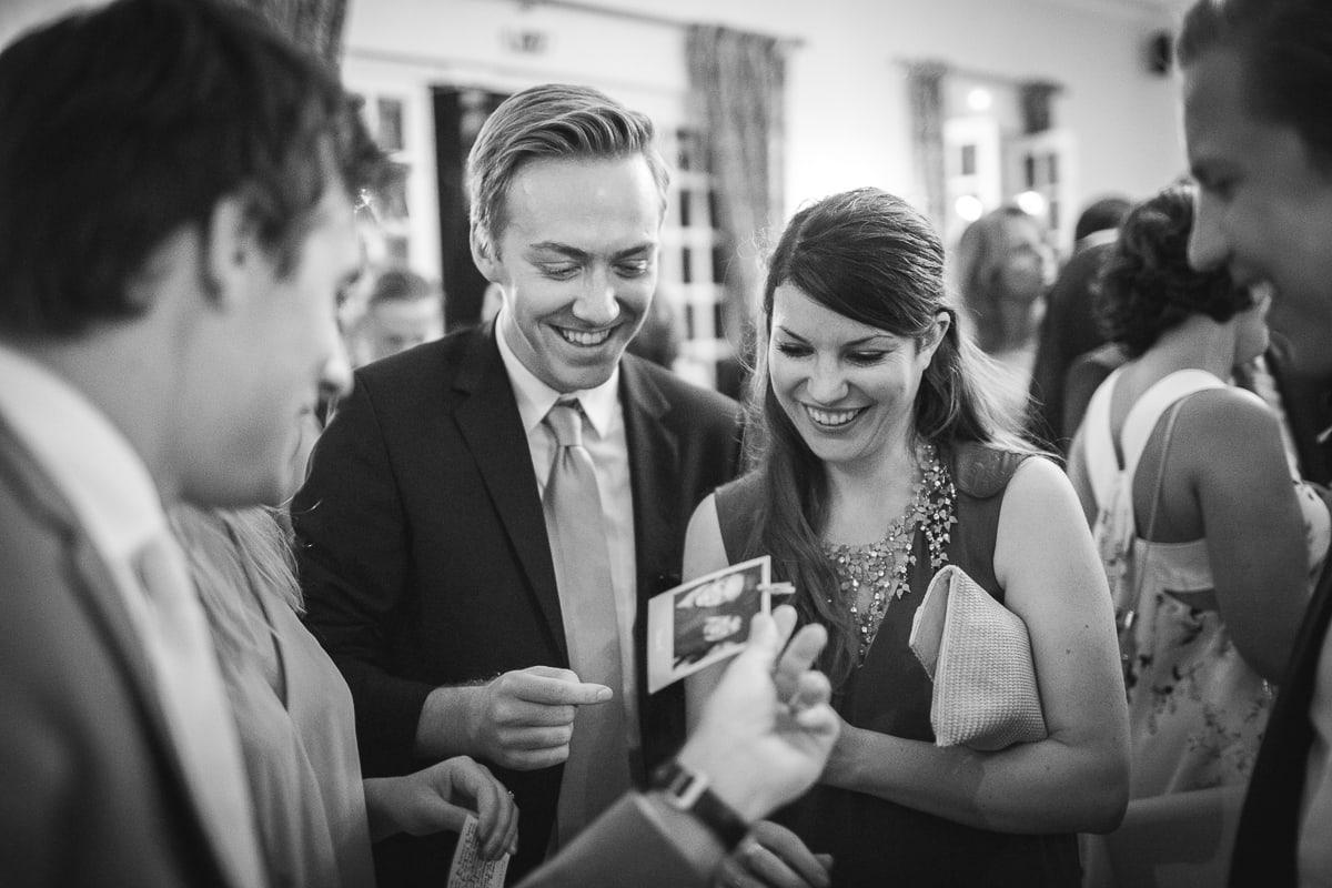 Cocktail pendant le mariage à Toulon capturé par le photographe mariage Toulon Sylvain Bouzat.
