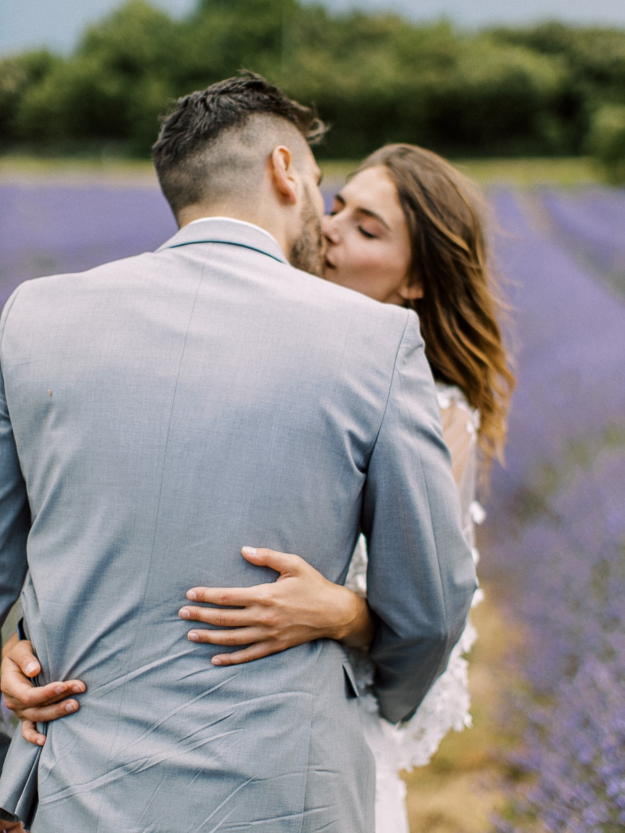 A wedding photographer in Provence and in the Lavender.