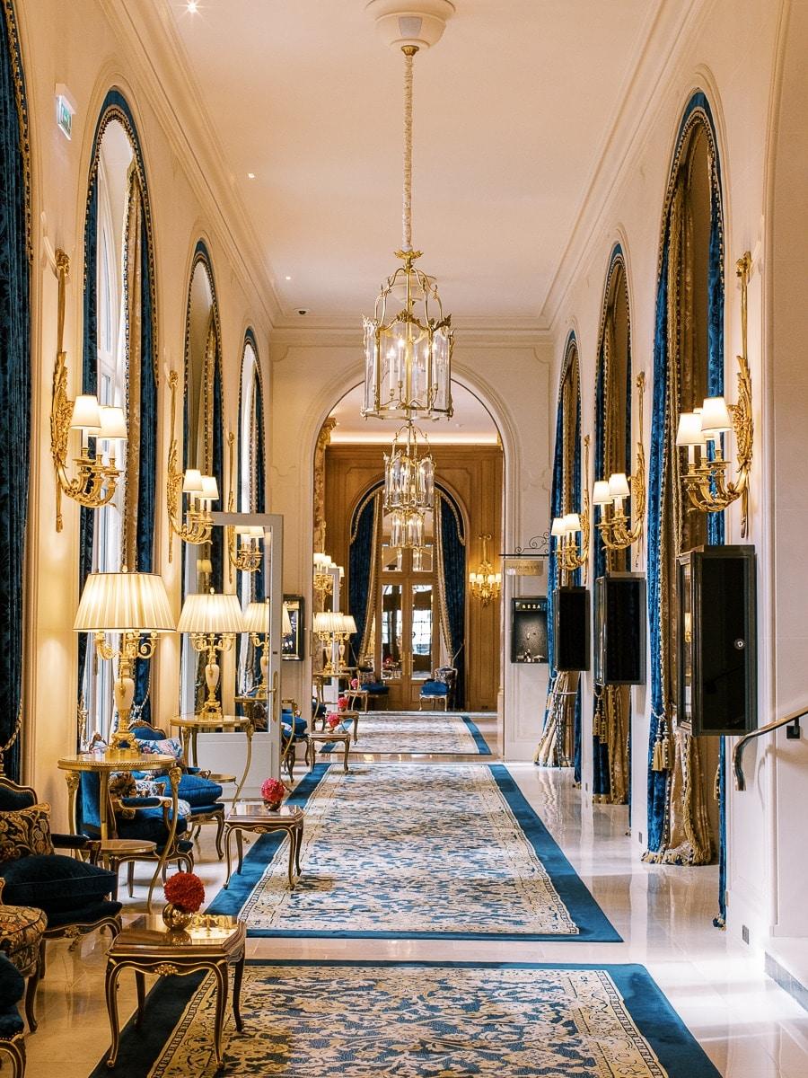 Détail du couloir du Ritz Paris.