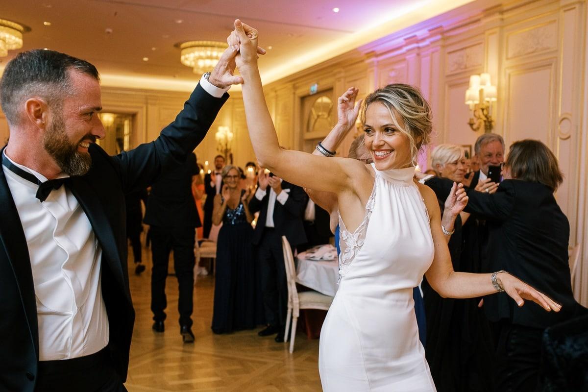 Entrée des mariés dans la salle de reception du Ritz.